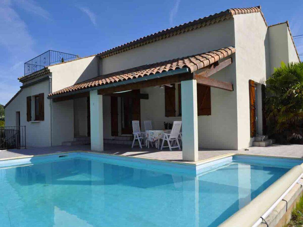 façade avec piscine